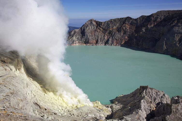 Вулканическое озеро Каваиджен