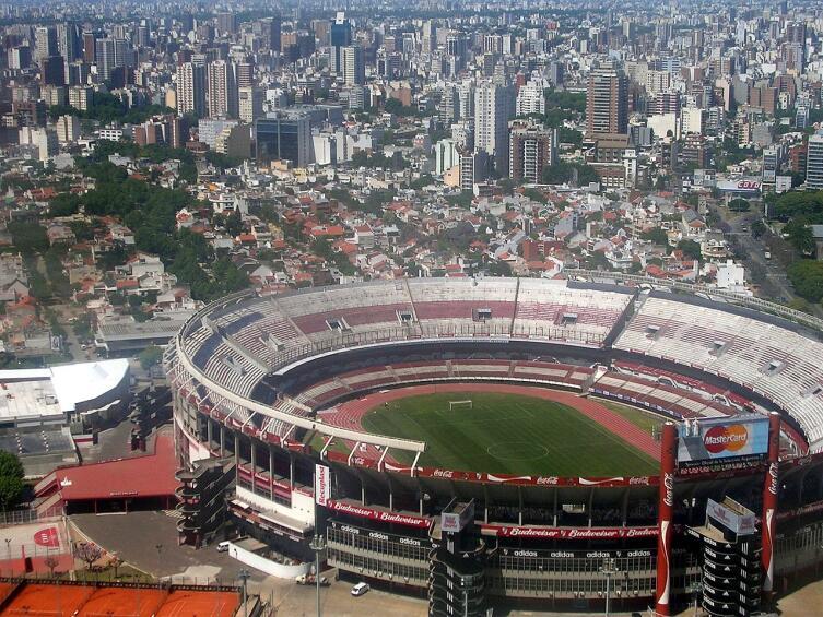 Панорама стадиона «Монументаль Ривер Плейт». Буэнос-Айрес