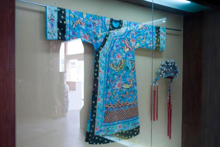 Национальная шелковая одежда Китая