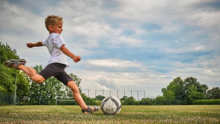 В футбол можно играть везде: нужно только свободное пространство, ворота или их подобие и мяч