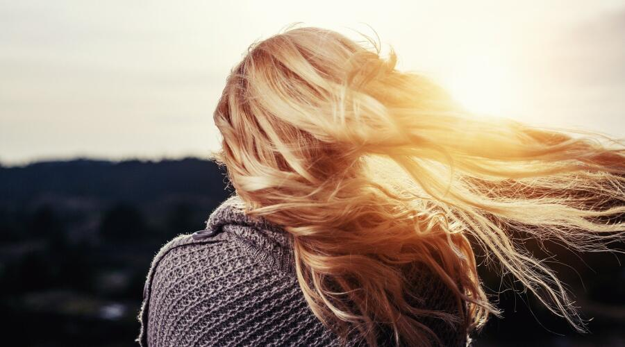 Как улучшить состояние волос летом?