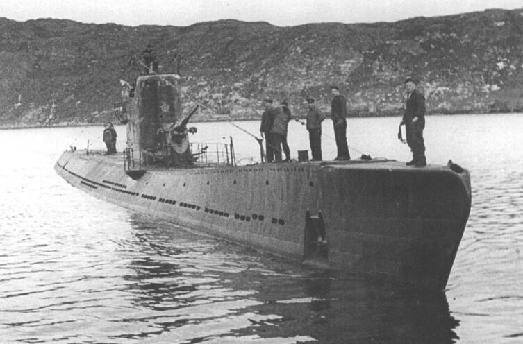 Подводная лодка С-56 возвращается из похода