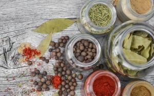 Как использовать специи и пряные травы в приготовлении блюд?
