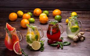 Какие напитки помогут легче переносить летний зной?