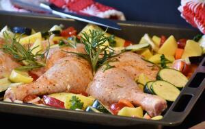 Учитывая, как быстро готовятся блюда из курицы, уважать ее нужно вдвойне