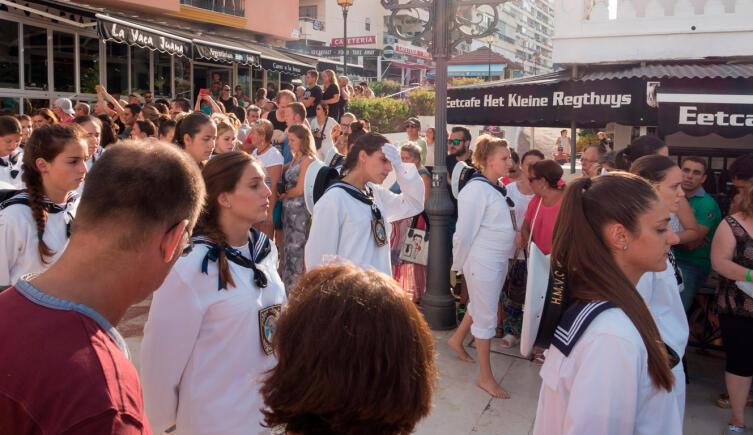 Босоногие участники крестного хода