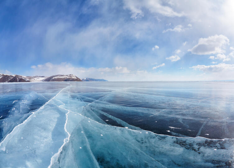 Зимний пейзаж на озере Байкал