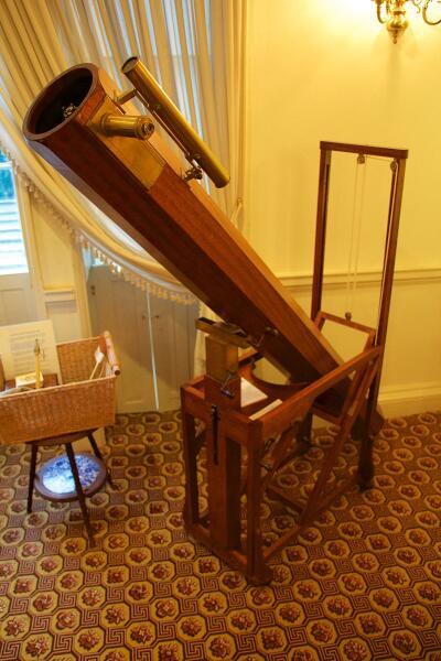 Реплика телескопа, на котором было совершено открытие планеты Уран. Гершелевский музей астрономии