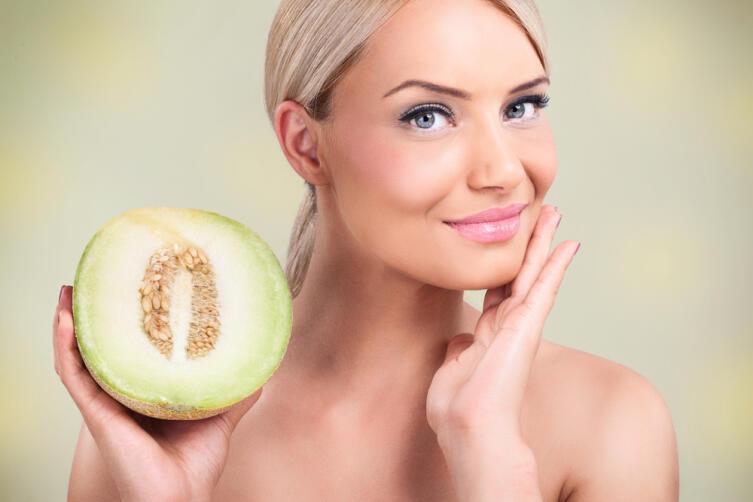 Как улучшить состояние волос и кожи, используя мякоть дыни?