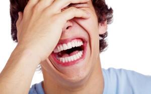Может ли психолог смеяться над клиентом?
