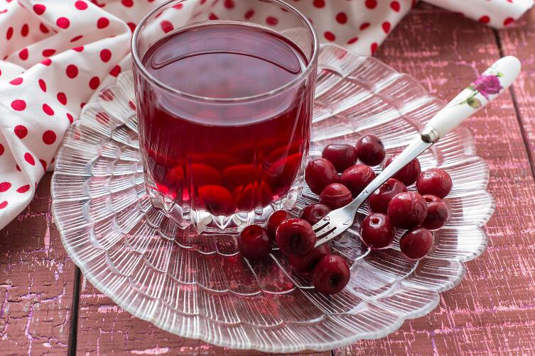 Как законсервировать вишни на зиму?
