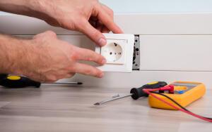 Как нельзя устранять проблемы с электропроводкой?