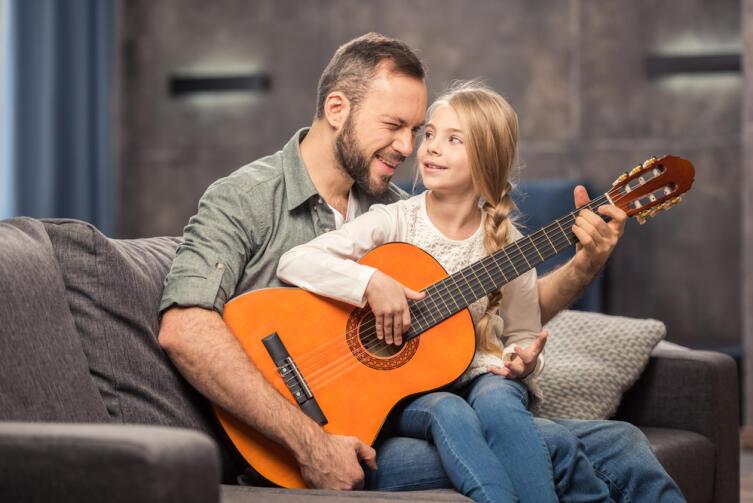 Как настроить шестиструнную гитару?