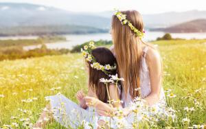 Необычные праздники. Когда отмечают День сестры?