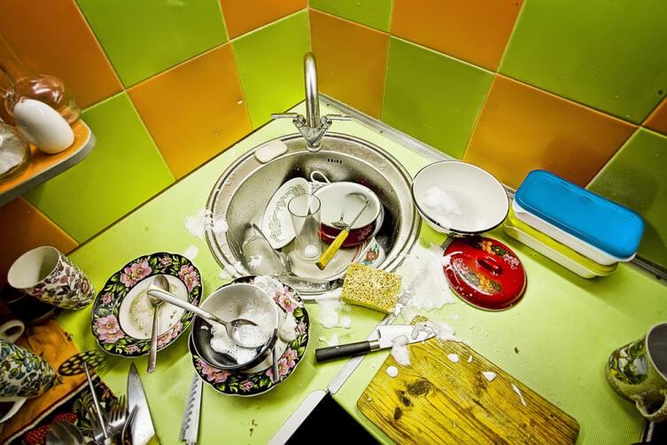 Оставленная на ночь немытая посуда отнимает у обитателей дома благополучие