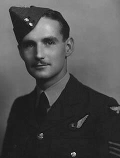 Николас Алкемад, стрелок королевских ВВС, переживший падение с высоты 18 000 футов без парашюта