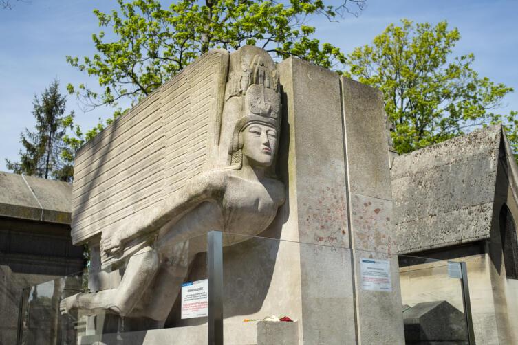 Памятник Оскару Уайльду на Пер-Лашез