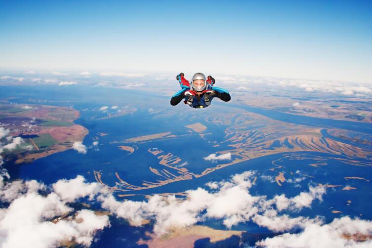 Можно ли упасть с высоты нескольких километров и остаться в живых?