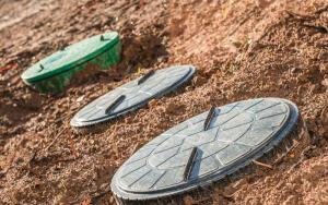 Пластиковые канализационные люки: преимущественные характеристики, особенности выбора