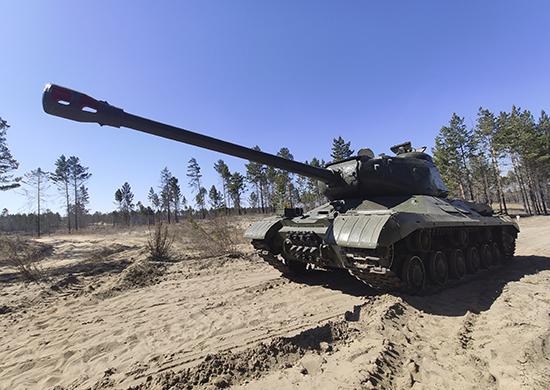 Восстановленный танк ИС-2 на полигоне Восточного военного округа. Июнь 2021 г.