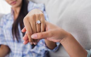 А было ещё и кольцо с надписью «Всё проходит»...
