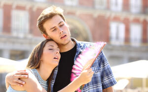 Как женщинам легче перенести жару?