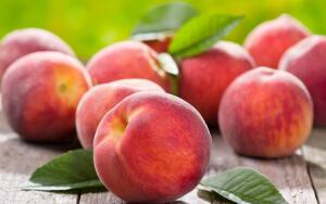 Чем полезны персики и что можно из них приготовить?