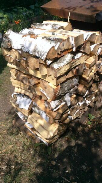 Свободное, устойчивое складирование дров призмой