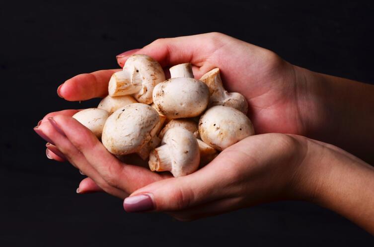 Как приготовить копчёные грибы?