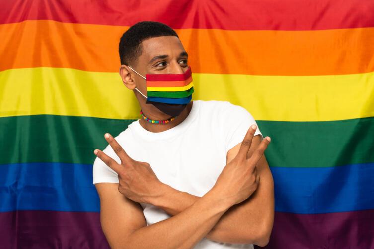 А в СССР за гомосексуализм была даже уголовная статья! Неужели гомосексуализм опасен для общества, так же как, например, терроризм?