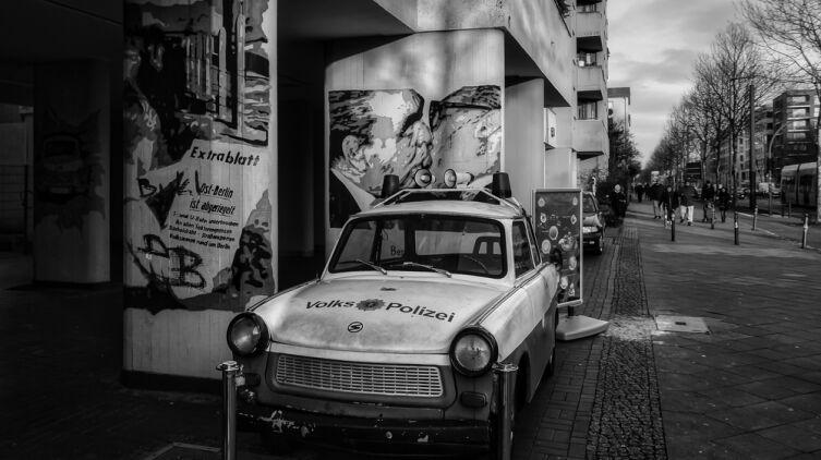 Что такое Берлинская стена и когда она появилась?