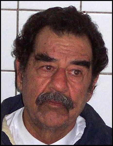 Хусейн со сбритой бородой во время ареста, 2003 г.