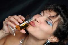 Безопасных для организма доз алкоголя в принципе не существует. В первую очередь значительно страдает интеллект.
