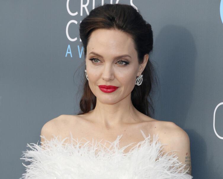 Актриса Анджелина Джоли. Мы восхищаемся её добротой
