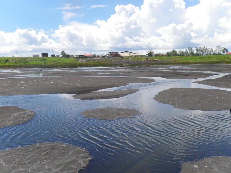 Пич-Лейк (англ. Pitch Lake) — смоляная яма, состоящая из смеси асфальта, песка и глины. Расположено на юго-западе острова Тринидад недалеко от населённого пункта Ла-Брея