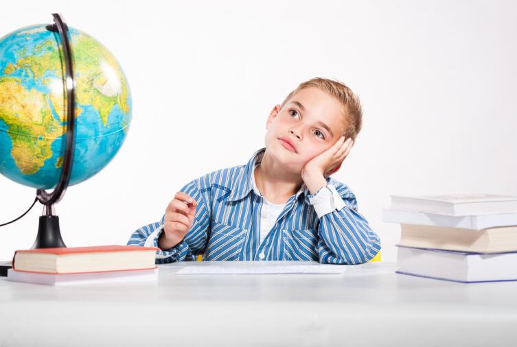 Как заставить первоклассника делать уроки?