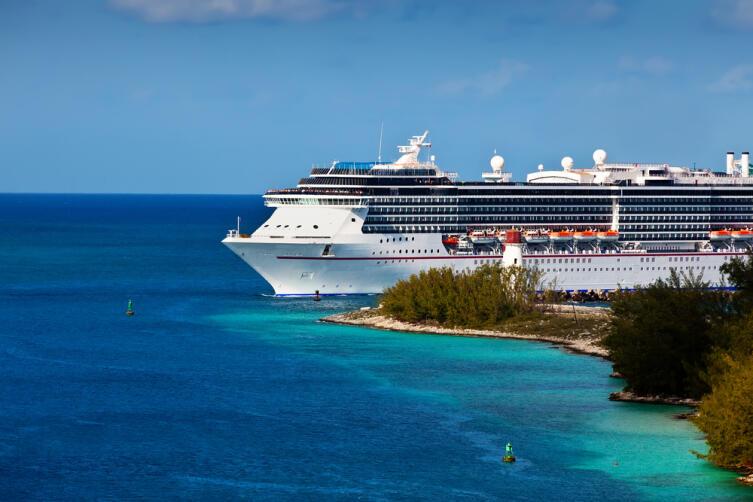Представили гудение парохода перед отплытием на Багамы? Вот примерно так и должен отозваться ваш голос...