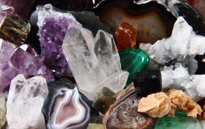 Какие драгоценные и полудрагоценные камни помогут стать богаче?