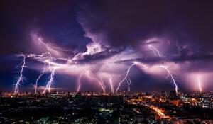 Где чаще всего сверкают молнии?