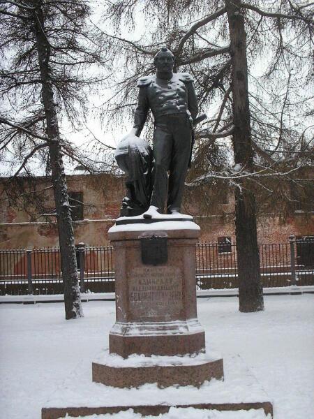 Памятник адмиралу Беллинсгаузену в Кронштадте