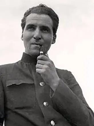 Константин Симонов в молодости