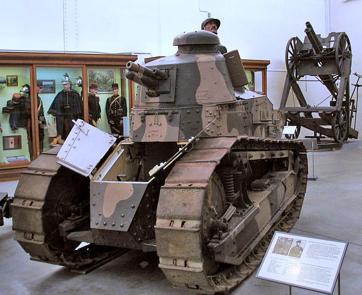 Пушечный Renault FT в Музее армии в Брюсселе