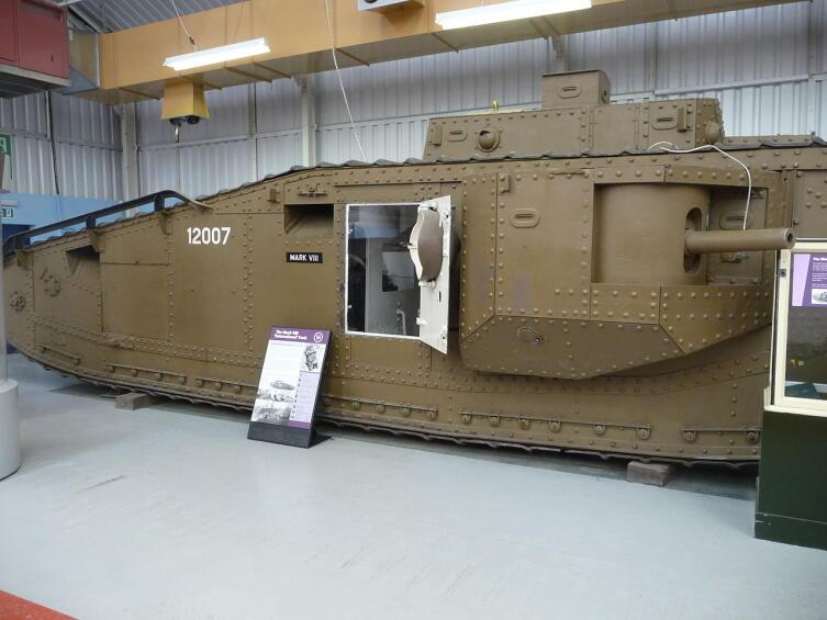 Танк Mark VIII в Бовингтонском музеи танков, Великобритания