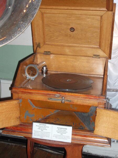 Патефон производства начала XX века