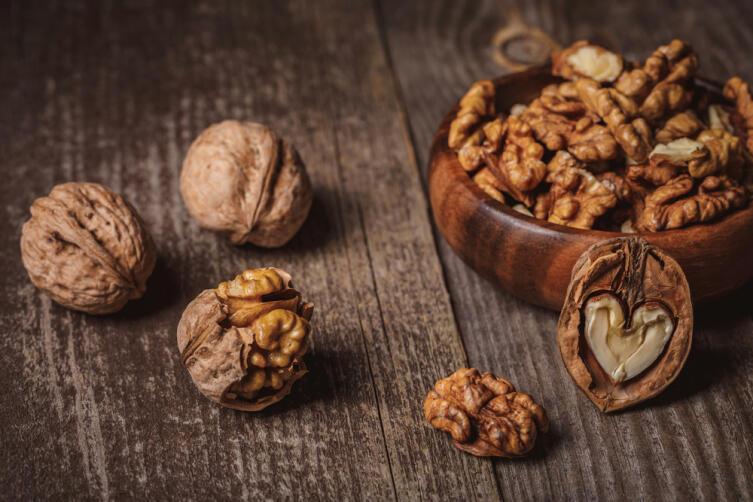 Какие сладкие заготовки на зиму можно приготовить из грецких орехов?