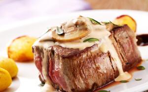 Как приготовить мясо в грибном соусе с мятой?