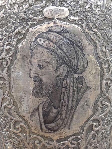 Условный современный портрет (на серебряной вазе, Мавзолей Авиценны, Хамадан)