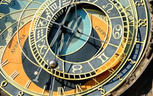Лунный календарь красоты на октябрь: какие дни благоприятны для стрижки?