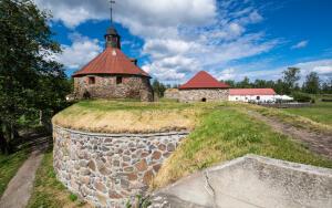Путешествие по России. Какие средневековые постройки есть вокруг Петербурга?