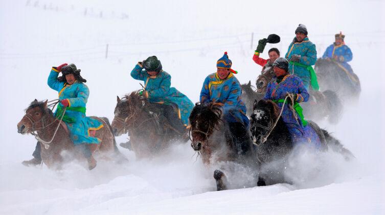 Конные скачки в Тыве (图瓦人赛马图)